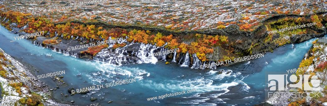 Imagen: Hraunfossar waterfalls in the autumn, Borgafjordur, Iceland. This image is shot using a drone.