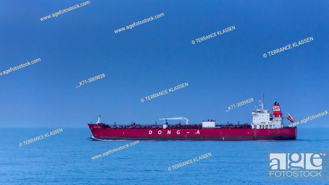 Imagen: A cargo ship in the South China Sea near Japan.