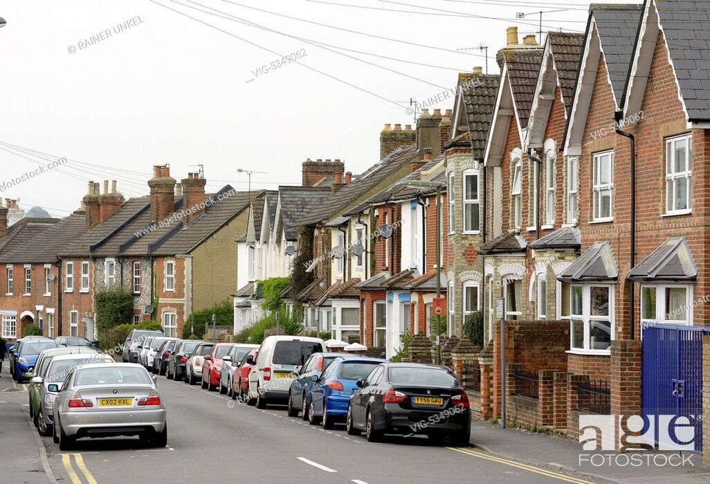 Imagen: GREAT BRITAIN, GUILDFORD, 10.10.2015, GBR , GREAT BRITAIN / ENGLAND / UK : A street with houses in Guildford , 10.10.2015 - Guildford, Guildford, United Kingdom.