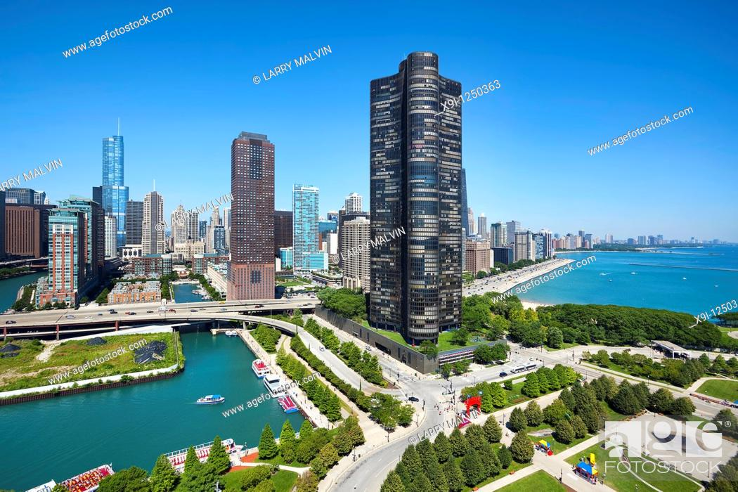 Stock Photo: View of Chicago skyline and Lake Point Tower from AeroBalloon at Navy Pier.