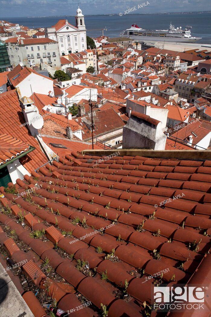 Imagen: Historic city, cruise on Tajo river, Lisbon, Portugal.