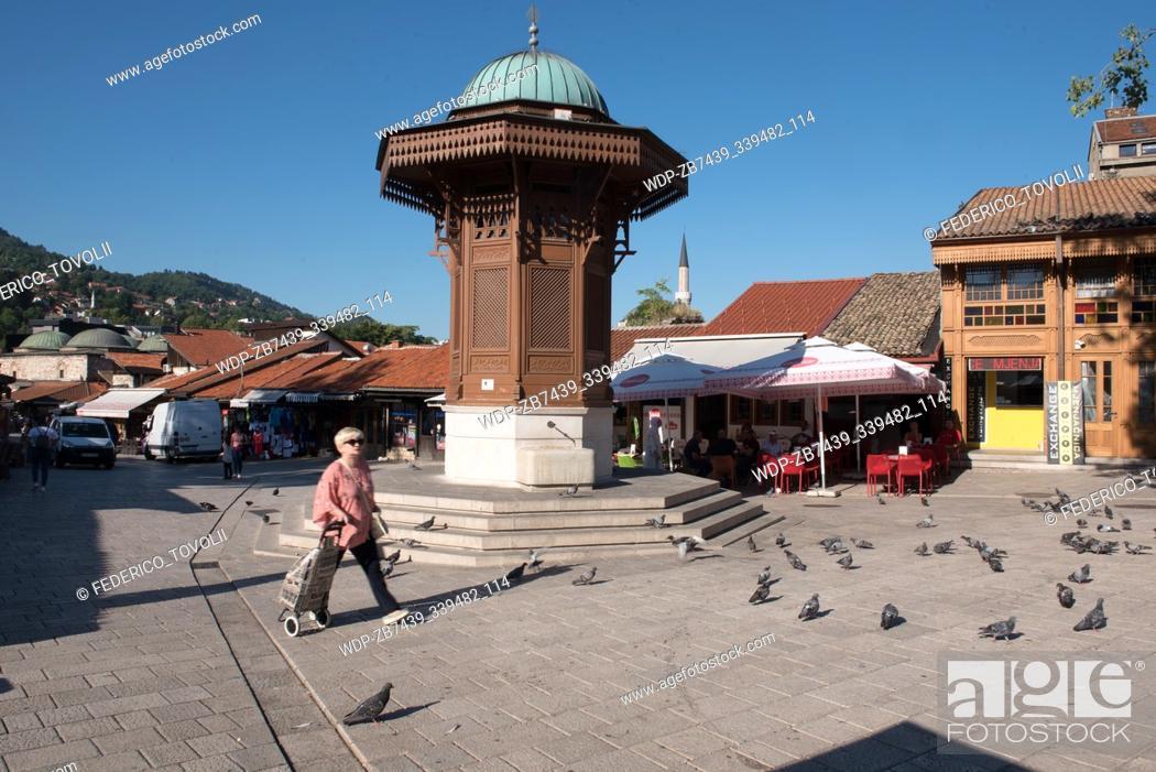Imagen: Sarajevo. The Sebilj fountain at the Bašcaršija-Square.