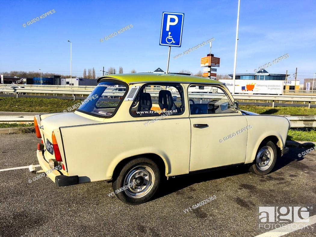 Imagen: Rotterdam, Netherlands. Old fashioned East-German Trabant car on tour through the industrial Maasvlakte & 2nd Maasvlakte, enjoying a sunny saturday.