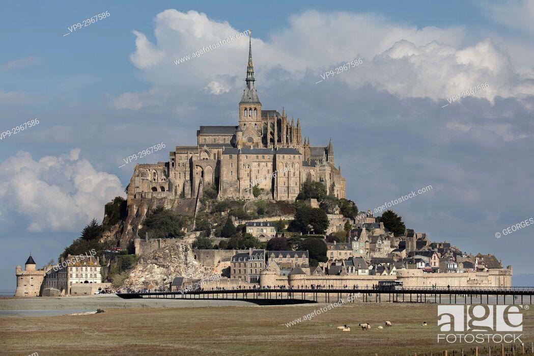 Imagen: Mont Saint Michel landscape and summer sky. Normandy, France.