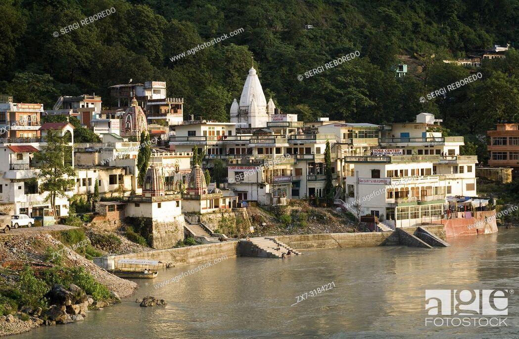 Imagen: Rishikesh, Uttaranchal, India. Sant Sewa Ashram. Lakshman Jhula. Rishikesh. India. Rishikesh, also spelled Hrishikesh, Rushikesh, or Hrushikesh.