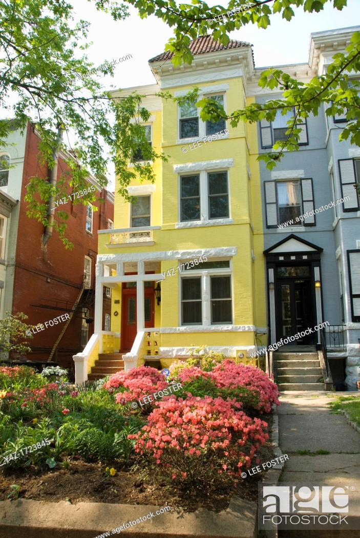 Stock Photo: Washington DC, USA: Dupont Circle area, noted for its fountain, street musicians, bookstores, shops, embassies, and brick houses.
