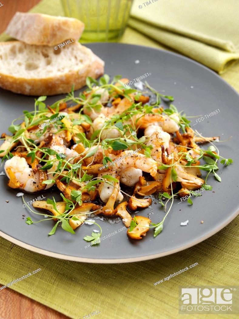 Imagen: Prawns and girolle mushrooms.