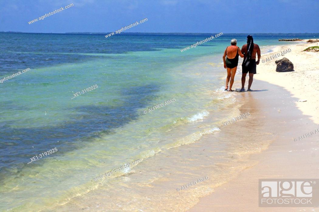 Imagen: Walk along the beach, Barú peninsula, Caribbean Sea, Colombia.