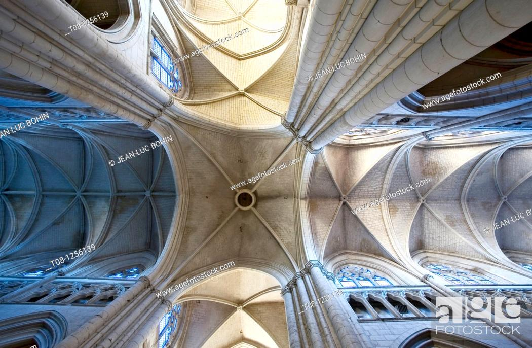 Stock Photo: France, 85, lucon: Cathedral, , Interior ceiling.
