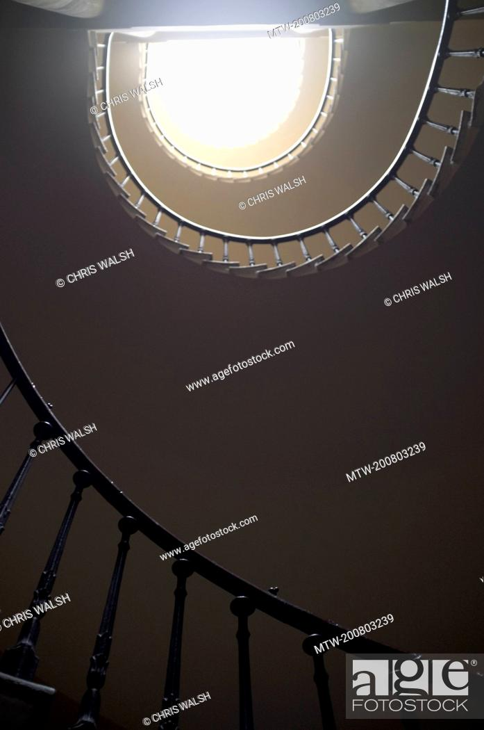 Imagen: Spiral staircase from below light banister.