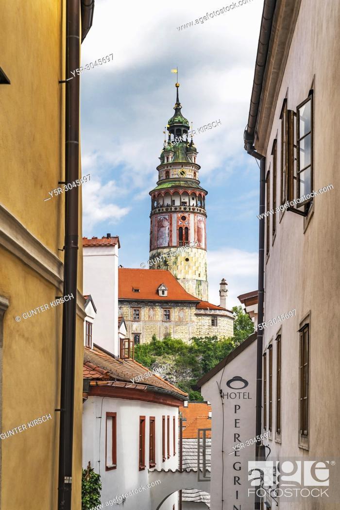 Stock Photo: View to the castle tower of the castle Krumlov in the old town of Cesky Krumlov. Cesky Krumlov is located at the River Vltava in Bohemia, Jihocesky Kraj.