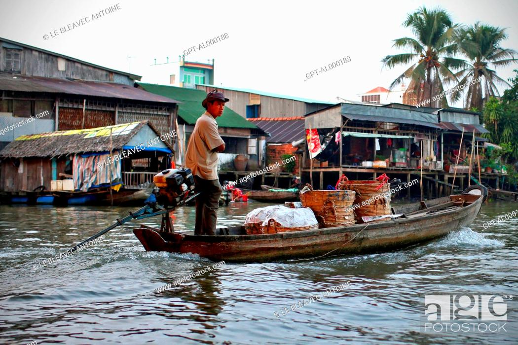Stock Photo: FLOATING MARKET OF CAI RANG ON THE MEKONG DELTA, IN THE REGION OF CAN THO, VIETNAM, ASIA.