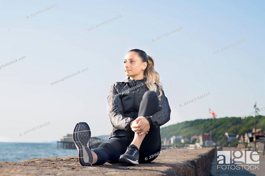 Stock Photo: Woman looking at sea.