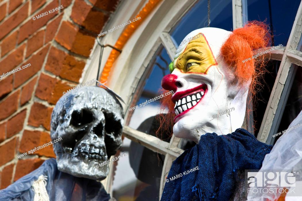 Stock Photo: Halloween figures at the entrance of a shop in Newburyport, Massachusetts, New England, USA.