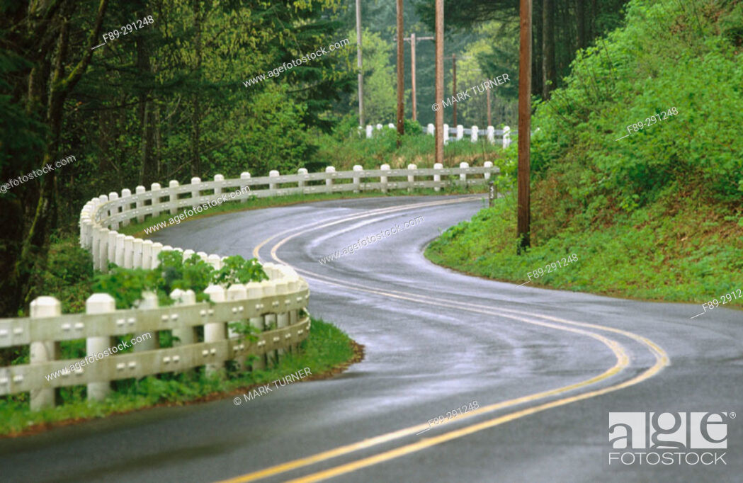 Stock Photo: Highway in rain. Columbia River Gorge National Scenic Area. Oregon, USA.
