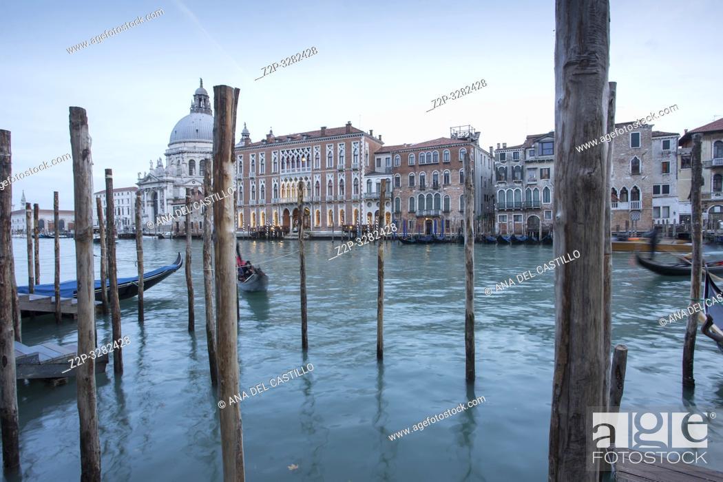 Imagen: Venice Veneto Italy on January 19, 2019: Twilight of Grand Canal.