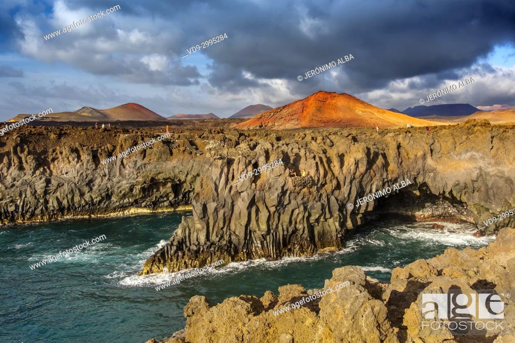 Imagen: Volcanic coast, Los Hervideros. Lanzarote Island. Canary Islands Spain. Europe.