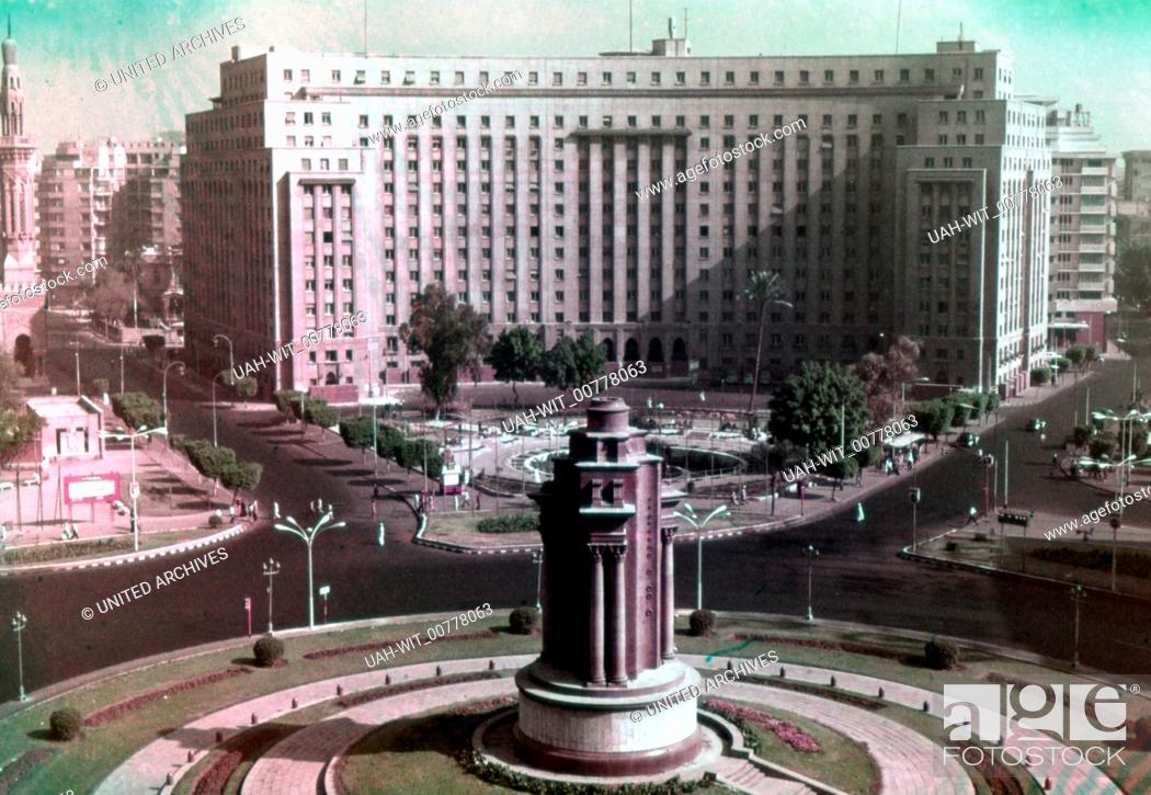 Stock Photo: Der Midan el Tahrir (Platz der Freiheit) mit Denkmal und dem Verwaltungsgebäude Mugamma, Sammlung Wittmann.