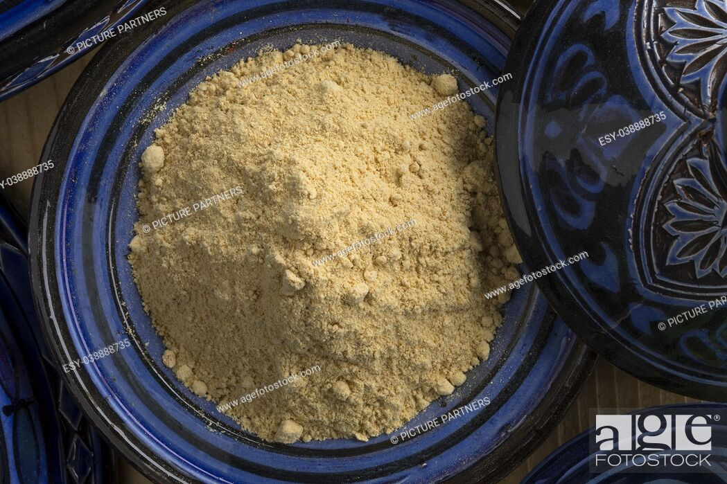 Photo de stock: Traditional blue bowl with Moroccan dried ginger powder seen from above.