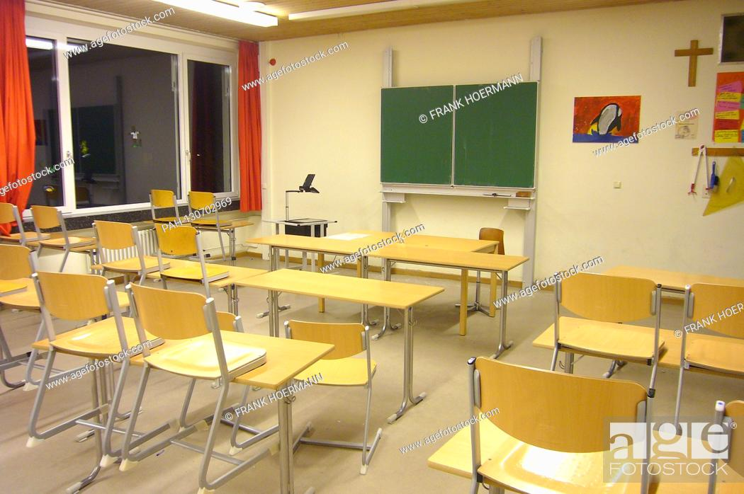 Stock Photo: More and more schools due to the spreading corona virus are closing. Archive photo; Empty classroom, abandoned, empty, orphaned, school, classroom, building.