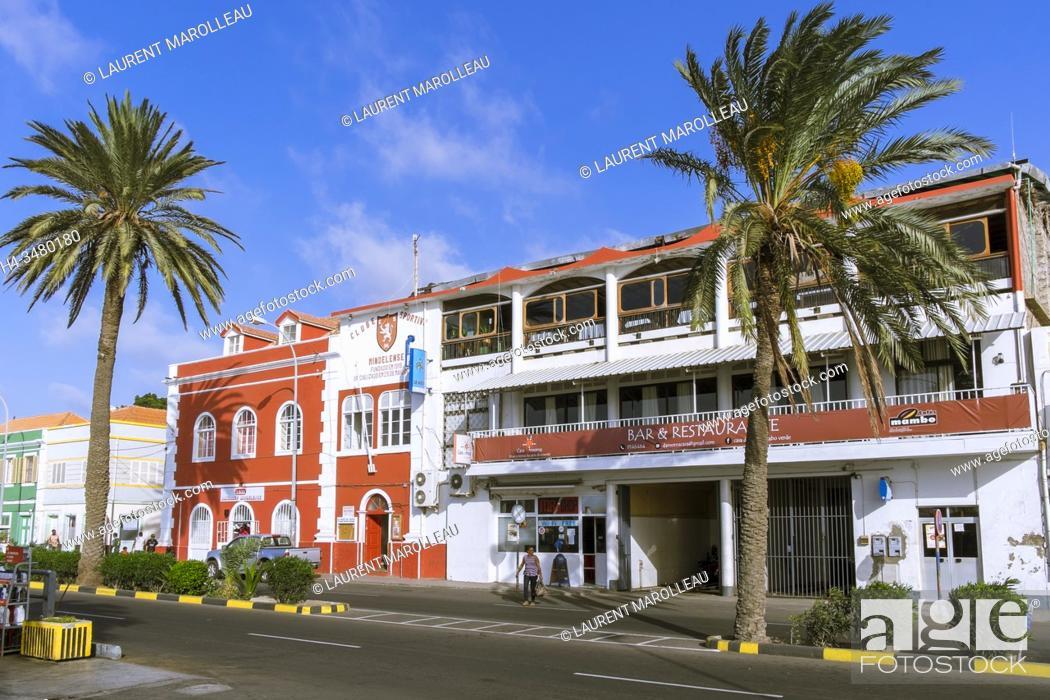 Imagen: Colorful building facades on Praia Street, Mindelo, Sao Vicente, Cape Verde Islands, Africa.