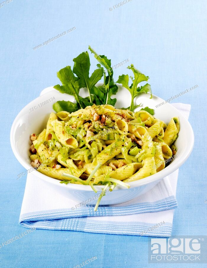 Imagen: Garganelli with courgette and nuts.