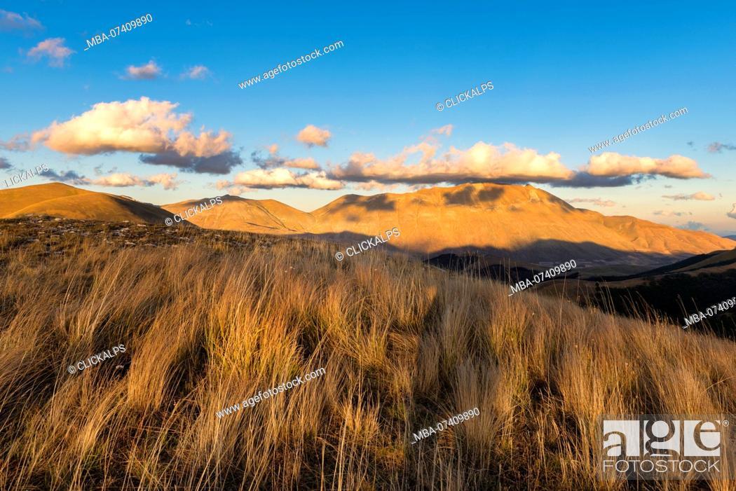 Imagen: Italy, Umbria, Sibillini Park, Mt Vettore at sunset.