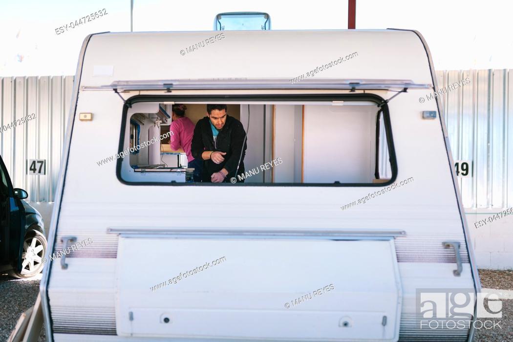 Imagen: Young couple painting and restoring caravan.