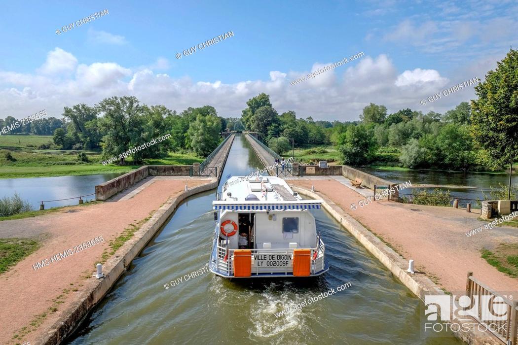 Stock Photo: France, Saone et Loire, Digoin, river boat on the channel bridge over the Loire river.