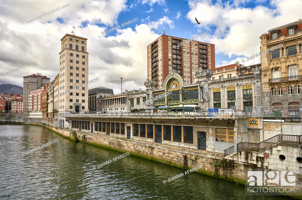Imagen: Nervion River and La Concordia Railway Station, Bilbao, Biscay, Basque Country, Euskadi, Euskal Herria, Spain, Europe.