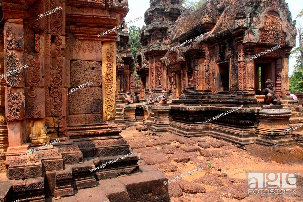 Stock Photo: Banteay Srei temple, cntral courtyard with monkey and yaksha guardian figures, siem reap, cambodia.