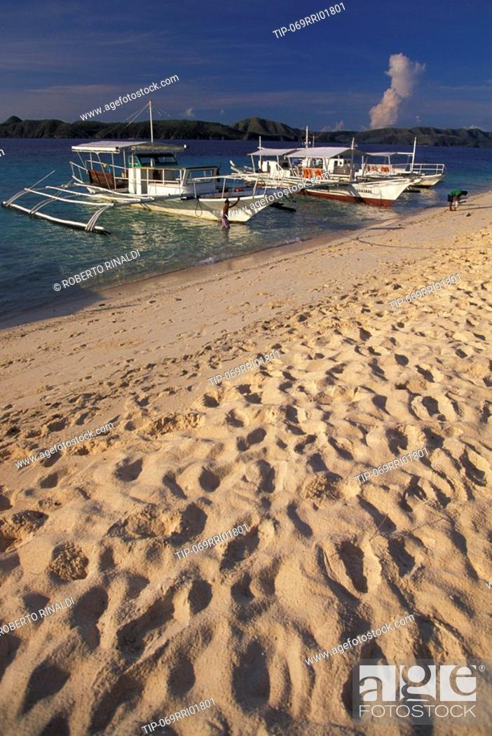 Stock Photo: Beach in Philippines with traditional banka boats.