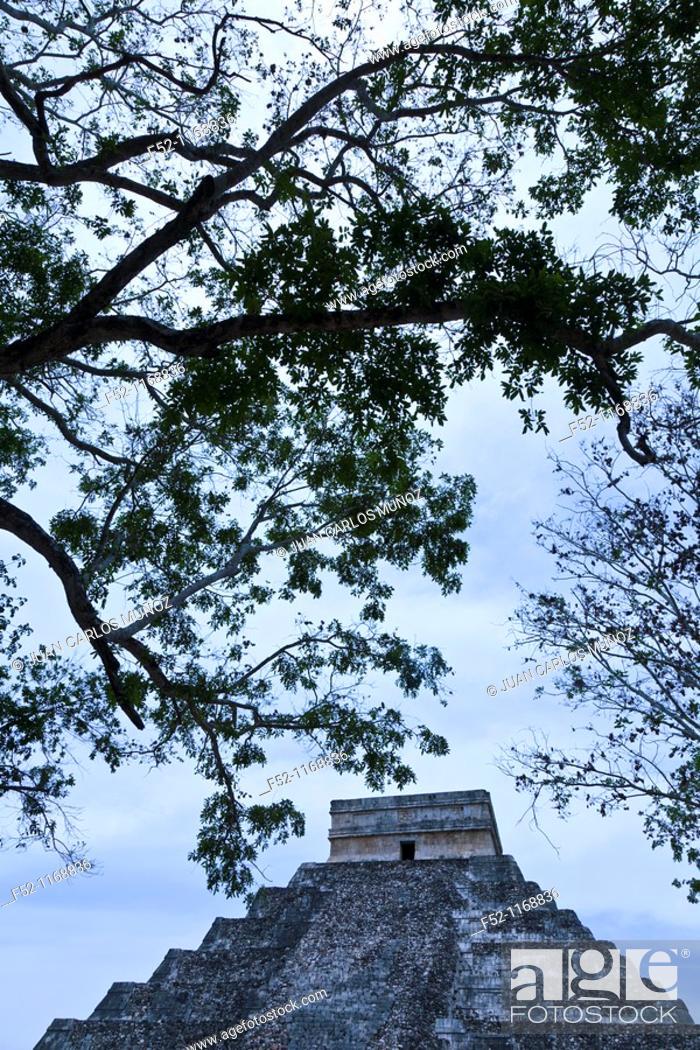 Stock Photo: Temple of Kukulcan (aka El Castillo), Chichen Itza Maya archaeological site, Yucatan, Mexico.