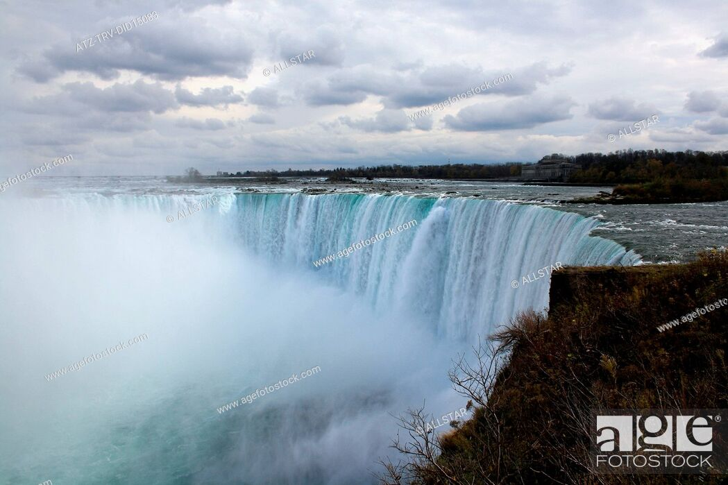 Stock Photo: NIAGARA FALLS; NIAGRA, CANADA; 31/10/2010.