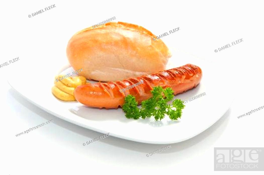 Stock Photo: Grilled Sausage - Bratwurst mit Senf, Brötchen und Petersilie.