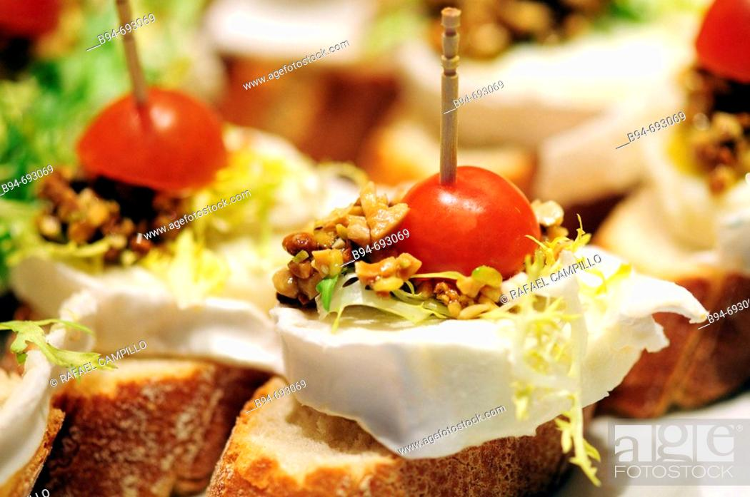 Imagen: 'Pintxos' typical dish of the Basque Country.