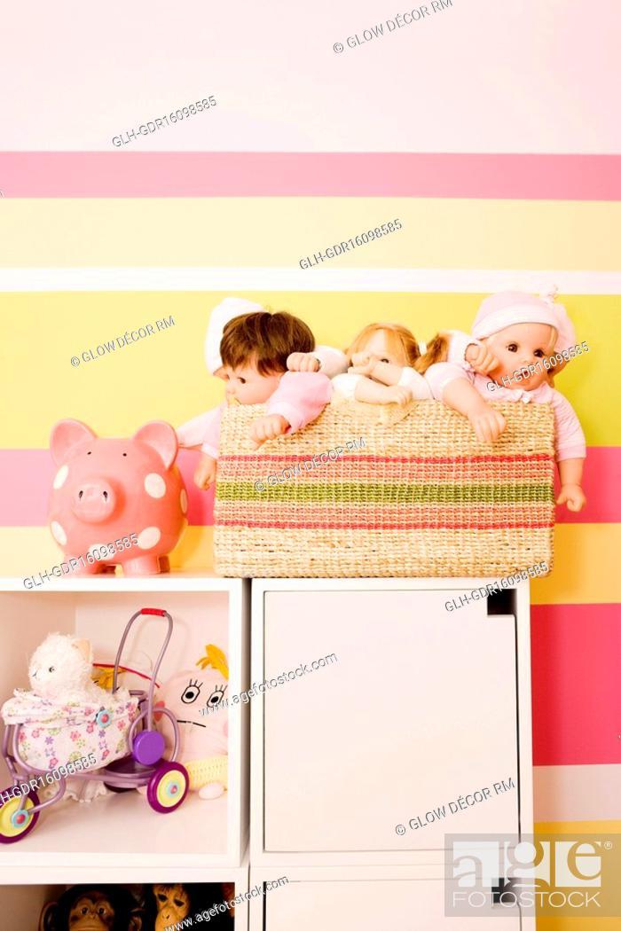 Imagen: Toys in a kid room.