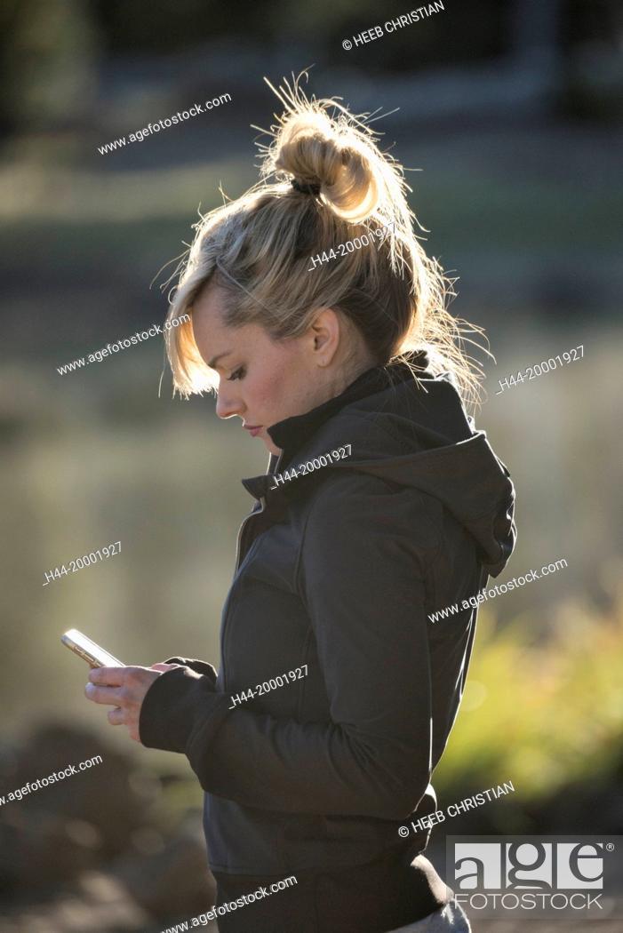 Stock Photo: Oregon, Deschutes County, Bend, Sparks woman texting.