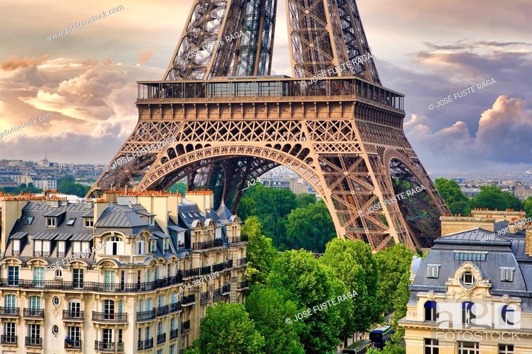 Stock Photo: France, Paris, Eifel Tower.