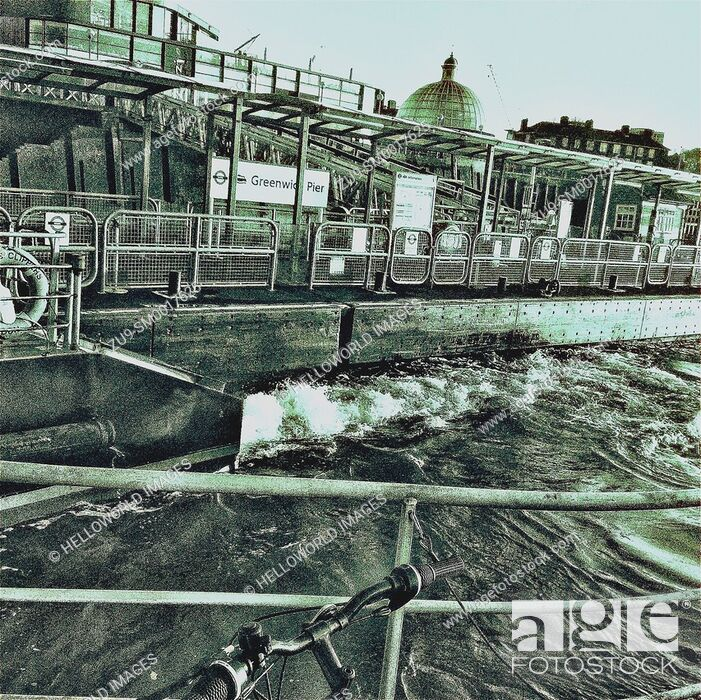 Photo de stock: Thames riverboat speeds past Greenwich Pier station, London, England, Europe.