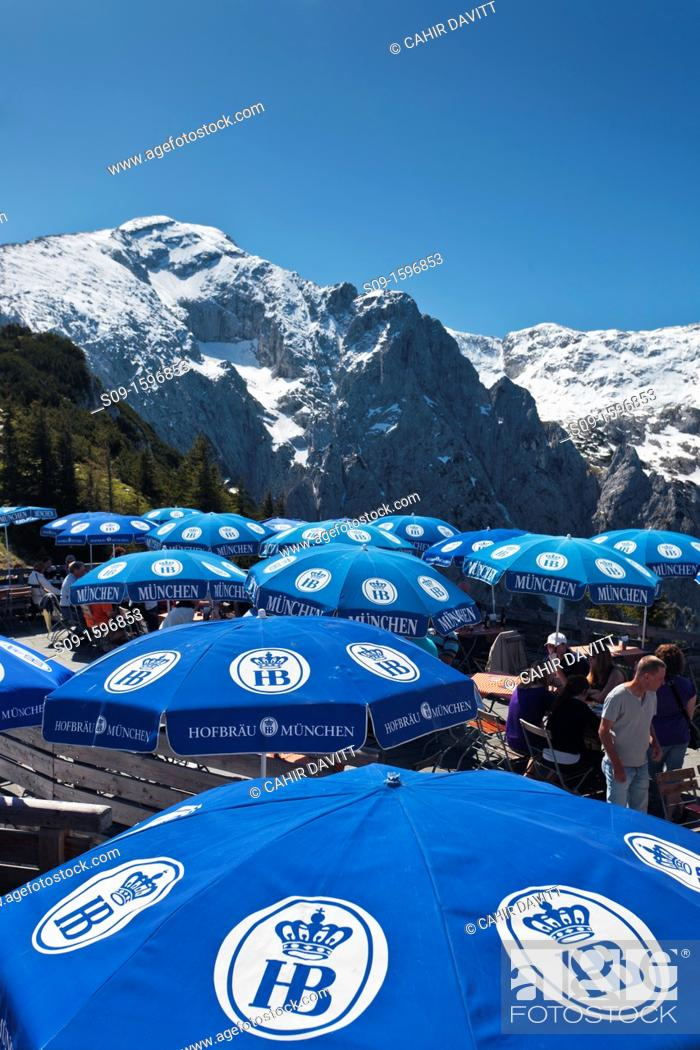 Photo de stock: The terrace cafe and umbrellas of Kehlsteinhaus, location of Hitler's 'Eagle's Nest' residence in Berchtesgaden, Obersalzburg, Bayern, Germany.