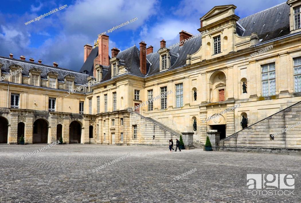 Imagen: La cour de la Fontaine, Palace of Fontainebleau, Château de Fontainebleau, French royal châteaux - residence for the French monarchs from Louis VII to Napoleon.
