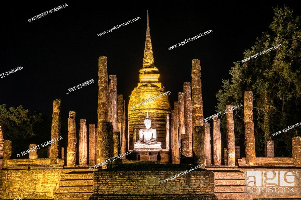 Stock Photo: Asia. Thailand, old capital of Siam. Sukhothai archaeological Park, classified UNESCO World Heritage. Wat Sa Sri by night.
