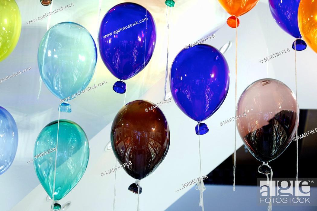 Imagen: glass balloons.