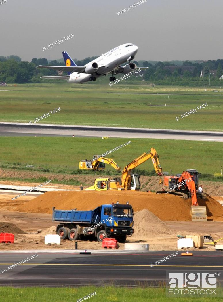 Stock Photo: Renovating runway M-Mike, 3000 metre long main taxiway, 20 months, in 11 sections for more than 40 million euros, Duesseldorf-International Airport, Duesseldorf.