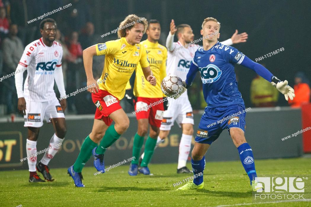 24 11 2018 Belgium Oostende Oostende S Wout Faes And Kortrijk S Goalkeeper Thomas Kaminski S Kv Stock Photo Picture And Rights Managed Image Pic Pah 112168749 Agefotostock