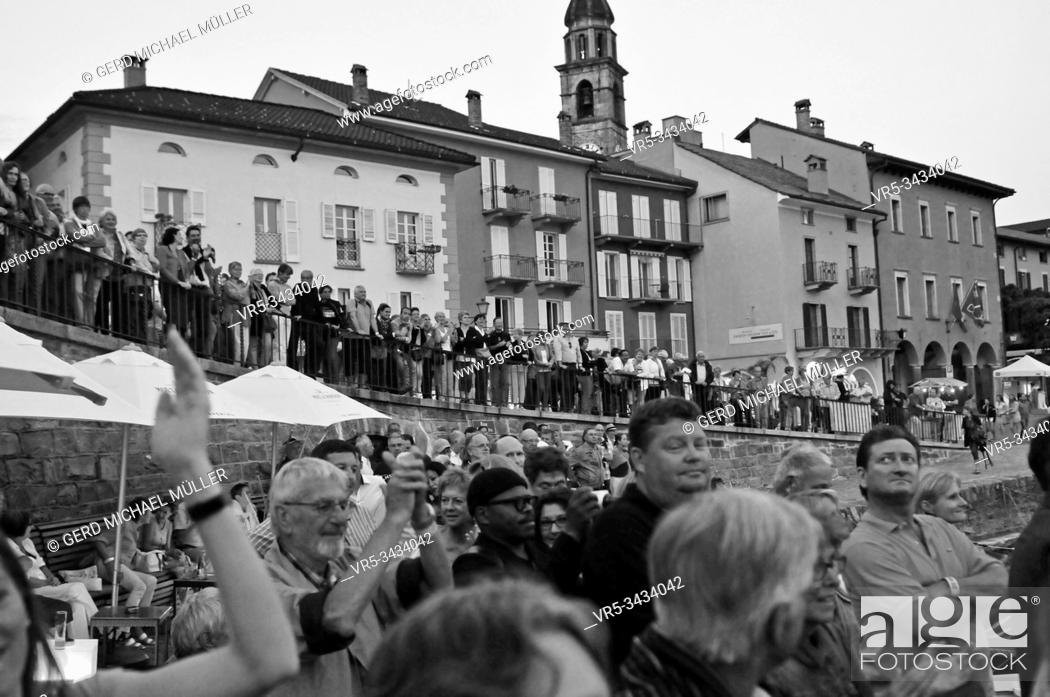 Stock Photo: South Switzerland: When the Jazz Festival of Ascona City at Lake Maggiore takes place there are a lot of concerts and tourists.