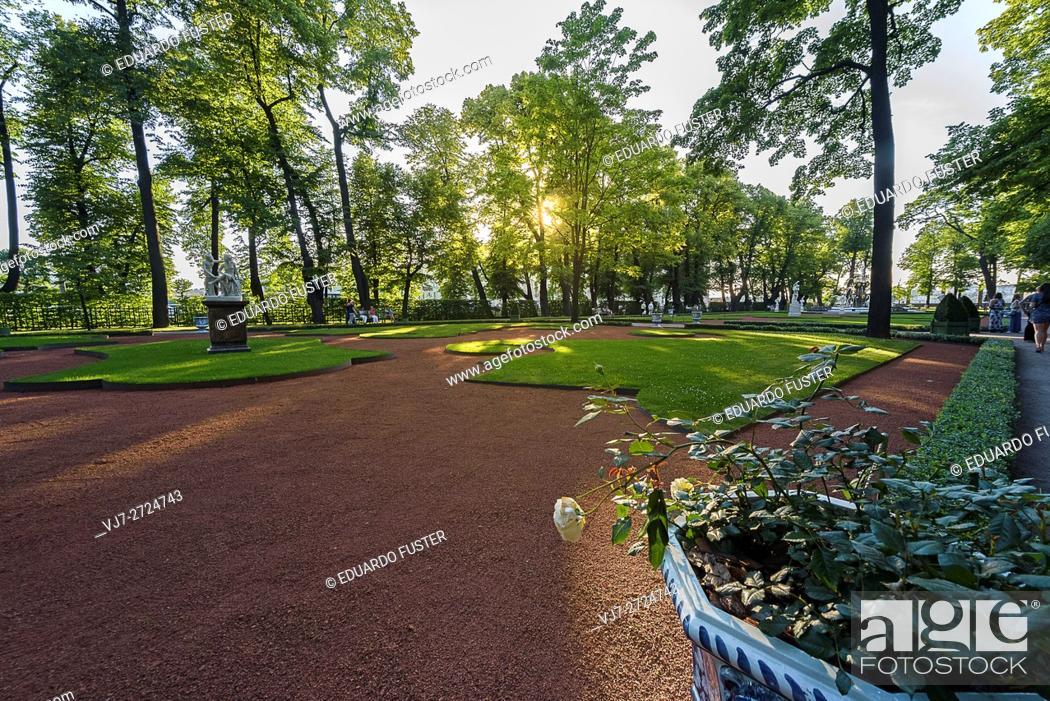 Stock Photo: Summer gardens in St Petersburg (Russia).