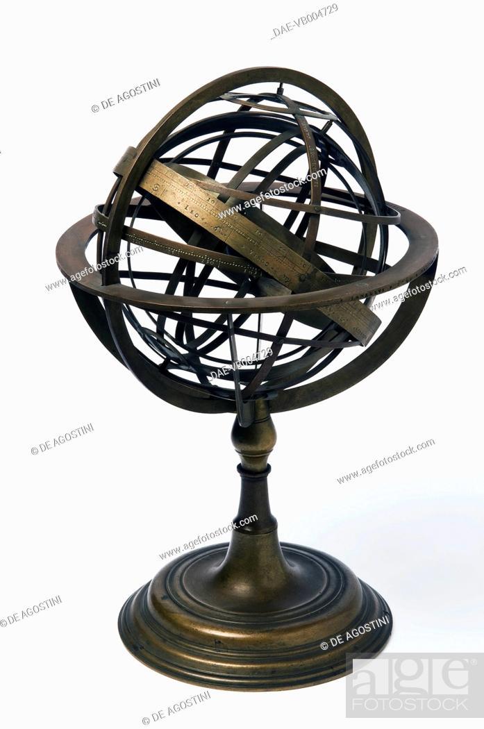 Imagen: Armillary sphere, 1549, by Janello Torriani or Gianello Torriani (1500-1585), brass, ball diameter 17.1cm, height 30.5cm, inv 305.