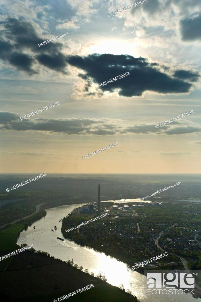 Stock Photo: France, Yvelines, chimneys of the power plant Porcheville, along the Seine aerial view.
